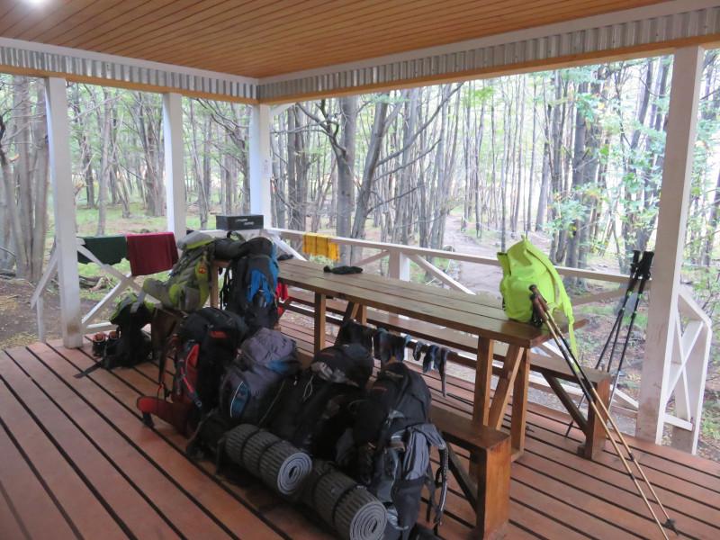 Die Terasse des Camping Grey, der ersten Übernachtungsstation auf dem W-Trek